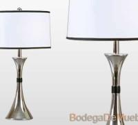 Lámpara para Recámara de acero cromado y pantalla cilíndrica de tela blanca sobre estireno