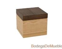Mesa lateral que combina a la perfección el color tabaco y el cerezo.