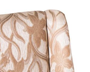 Silla elegante de madera ocasional