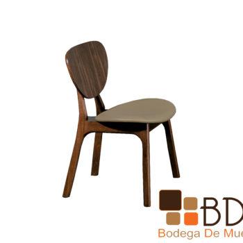 Silla minimalista de madera para comedor