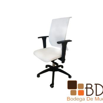Silla de oficina elegante con soporte lumbar flexible
