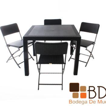 Comedor para exterior con sillas plegables imitacion rattan