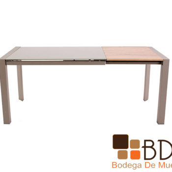 Mesa expandible fabricada con madera y cristal