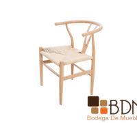 Silla ocasional con asiento tejido color beige