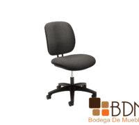 Silla secretarial con base de nylon y asiento acojinado