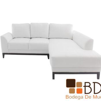 Sala en escuadra con divan y sofa blancos de madera